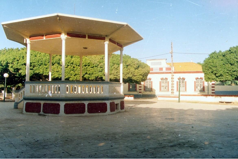 Le kiosque et l'école
