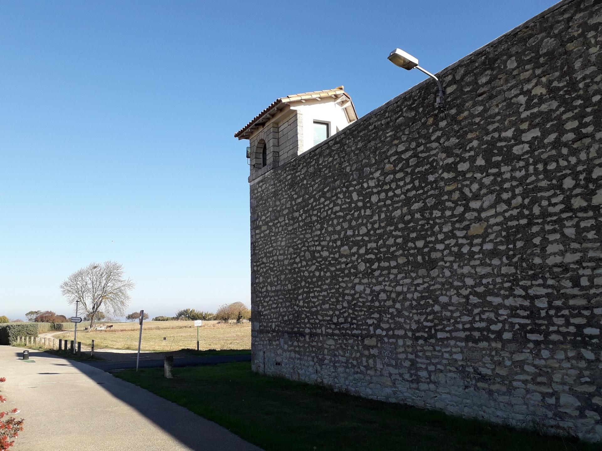 Mur de la prison de re